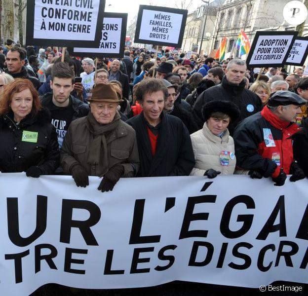 Pierre Bergé en première ligne - avec Jack Lang - d'une manifestation en faveur du Mariage pour tous à Paris le 27 janvier 2013