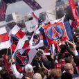 Les supporters du PSG fêtent leur titre de champion de France sur la place du Trocadero. Paris, le 13 mai 2013.