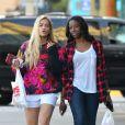 Rita Ora et une amie à Santa Monica, le 16 juin 2013.