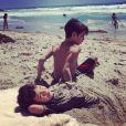 LeAnn Rimes a posté sur son compte Twitter des photos de ses moments de détente à la plage avec son chéri Eddie Cibrian et les enfants de ce dernier. Photo prise près de Los Angeles. Juin 2013.