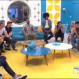 Les candidats écoutent la révélation du secret de la famille Vanderbeck dans l'hebdo de Secret Story 7 sur TF1 le vendredi 21 juin 2013
