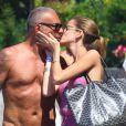 Le créateur Christian Audigier et sa fiancée Nathalie Sorensen heureux lors d'un week-end romantique à Capri en Italie, le 21 juin 2013.
