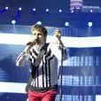 Matthew Bellamy assure le show pendant le concert de Muse au Stade de France le 21 juin 2013.