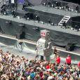 Un robot en fer blanc de 5 mètres de haut au concert de Muse au Stade de France le 21 juin 2013.