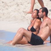 Javier Mascherano: Soleil et plage avec sa pulpeuse Fernanda et leurs fillettes