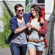 Exclusif - Josh Hutcherson se promène avec sa nouvelle petite amie Claudia Traisac, rencontrée sur le tournage de Paradise Lost, à Los Angeles, le 22 juin 2013