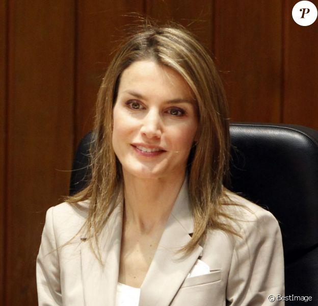 La princesse Letizia d'Espagne au Ministère de la Santé le 1er juillet 2013 à Madrid.