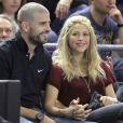 Shakira et son compagnon Gerard Piqué, très amoureux lors du match de basket-ball entre Barcelone et Panathinaikos à Barcelone, le 25 avril 2013.