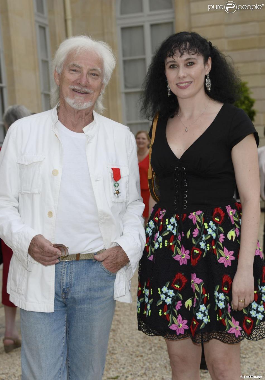 Hugues Aufray et sa compagne Muriel - Hugues Aufray a été fait Chevalier de la Légion d'Honneur au palais de l'Élysée à Paris le 2 juillet 2013.
