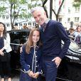 Le réalisateur Baz Luhrmann et sa fille Lillian arrivent à l'hôtel Salomon de Rotschild pour assister au défilé Valentino. Paris, le 3 juillet 2013.
