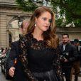 La princesse Madeleine de Suède, sous bonne escorte, arrive à l'hôtel Salomon de Rotschild pour assister au défilé haute couture Valentino. Paris, le 3 juillet 2013.