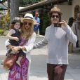 Rachel Zoe, son mari Rodger font des courses au Malibu Country Mart avec leur fils Skyler. Los Angeles, le 5 juillet 2013.