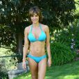 Lisa Rinna, 49 ans, dans son bikini bleu à une poop party, à Beverly Hills, le 5 juillet 2013