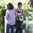 Exclusif - La sympathique Courteney Cox sur le tournage du film Hello I Must Be Going, en Californie, le 8 juillet 2013.