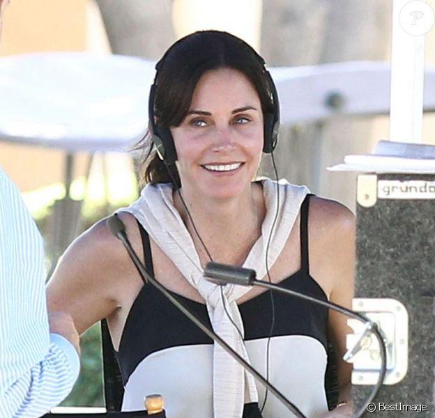 Exclusif - Courteney Cox sur le tournage de son premier film comme réalisatrice, Hello I Must Be Going, en Californie, le 8 juillet 2013.