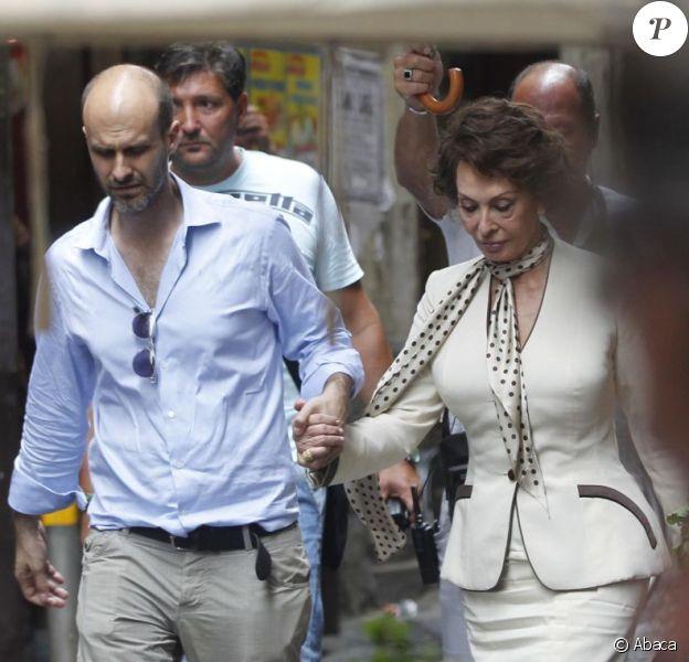 Sophia Loren sur le tournage de La Voix humaine, adaptation de l'oeuvre de Jean Cocteau, sous la direction de son fils Edoardo Ponti, à Venise le 8 juillet 2013