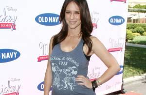 Jennifer Love Hewitt, enceinte, affiche son baby bump devant Brooke Burke