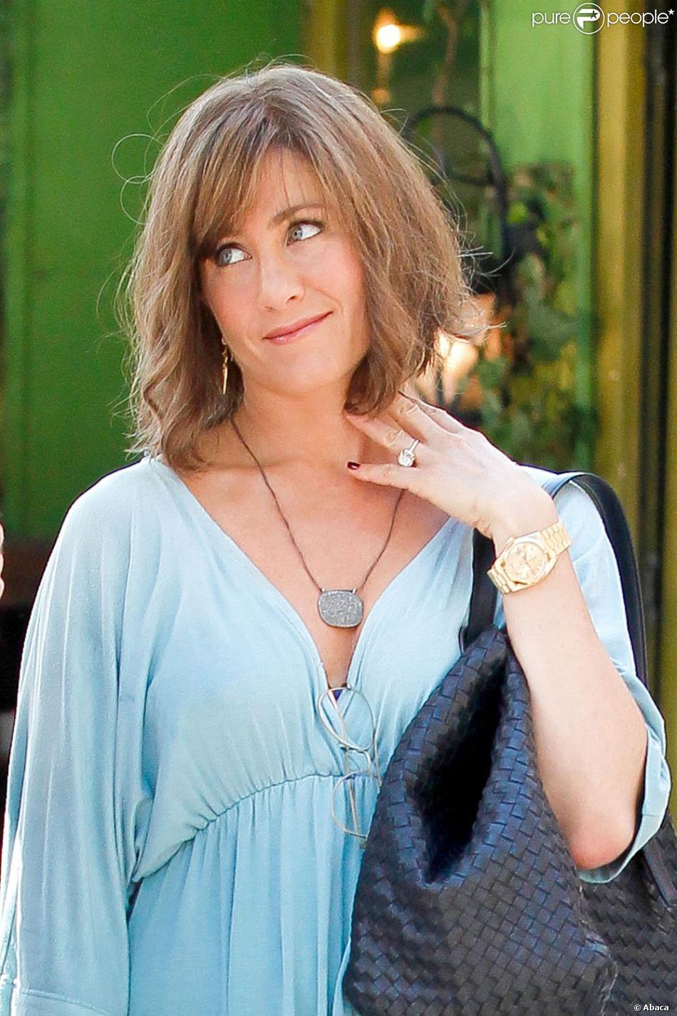"""Jennifer Aniston superbe avec une nouvelle coupe tout en légéreté sur le tournage du film """"Squirrels to the Nuts"""" à New York le 17 juillet 2013."""