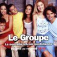 Frank Geney accompagné des autres comédiens de la sitcom Le Groupe.