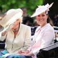 Kate Middleton avec la duchesse de Cornouailles lors de Trooping the Colour le 15 juin 2013