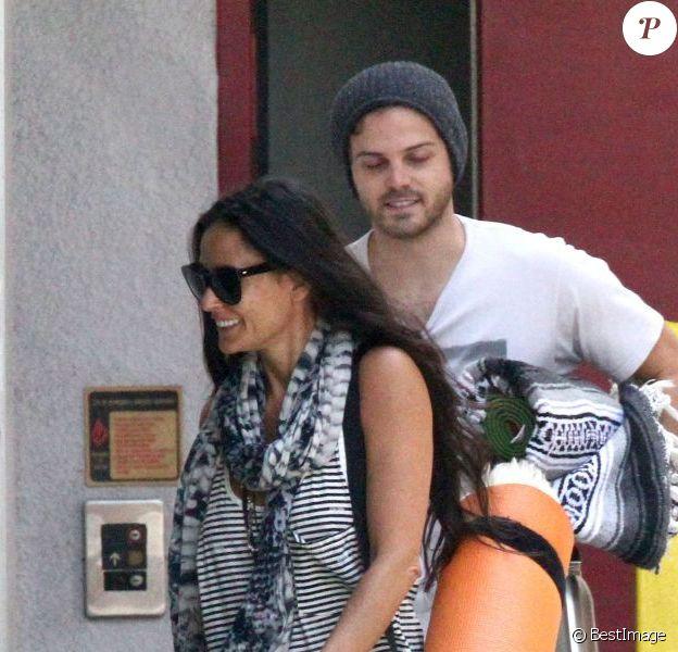 Exclusif - Demi Moore quitte son cours de yoga avec un mysterieux inconnu a West Hollywood le 15 juillet 2013.