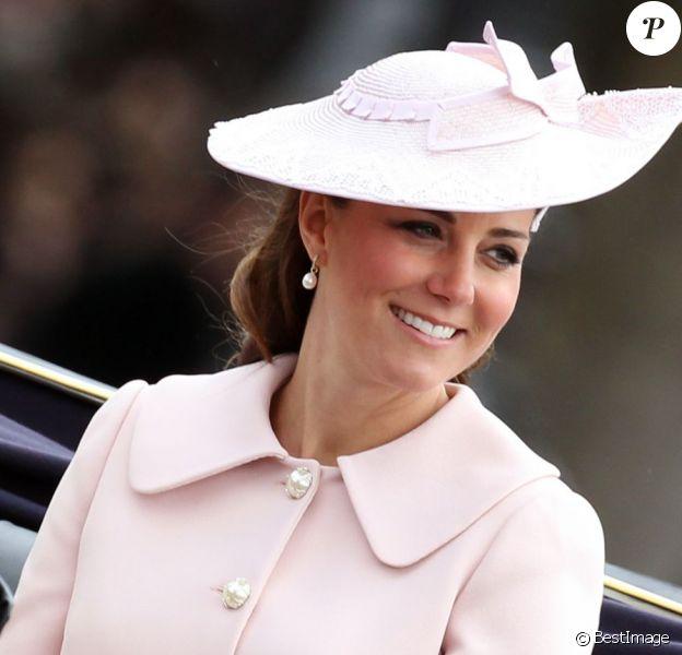 "La Duchesse de Cambridge, Catherine Kate Middleton, enceinte - La famille royale d'Angleterre lors de la parade ""Trooping the Colour"" a Londres. Trooping the Colour (le «salut aux couleurs») est une parade militaire annuelle celebrant l'anniversaire officiel du souverain britannique depuis 1748. Au Royaume-Uni, la revue porte egalement le nom de ""The Queen's Birthday Parade"" (le «defile pour l'anniversaire de la reine»)  The official birthday of The Queen is marked each year by a military parade and march-past, known as Trooping the Colour (Carrying of the FLag). The official name is ""The Queen's Birthday Parade"" which is attended by almost all members of the royal family. Here on the balcony, royals members including, Prince Harry, CamilLa, Duchess of Cornwall, Catherine, Duchess of Cambridge, Princess Eugenie and Prince Andrew. 15th june 201315/06/2013 - Londres"