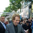 Jerry Bruckheimer signe des autographes à l'avant-première de Lone Ranger à Paris, le 24 juillet 2013.