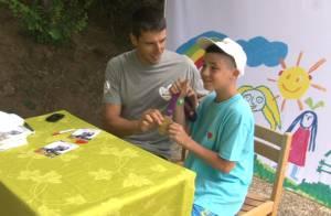 Tony Estanguet : Son éternel sourire et sa médaille d'or éblouissent les enfants