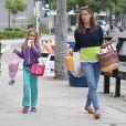 Jennifer Garner et sa fille Violet font des courses au Farmers market à Brentwood, le 28 juillet 2013