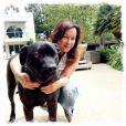 Jennifer Tilly et le chien de son ex-mari Sam Simon