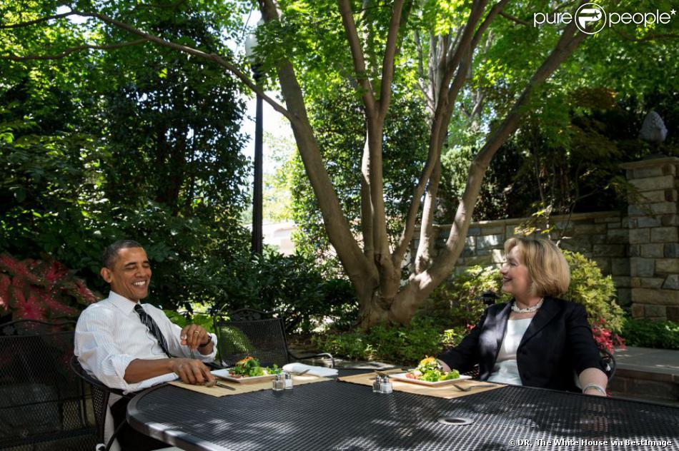 Barack Obama déjeune avec Hillary Clinton à Washington, le 29 juillet 2013.