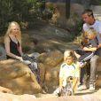 Gwen Stefani, son mari Gavin Rossdale et leurs deux enfants Kingston et Zuma (7 et 4 ans) se rendent au zoo de Londres, le 1eraoût 2013.