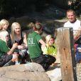 Gwen Stefani, Gavin Rossdale et leurs deux enfants Kingston et Zuma visitent le zoo de Londres, le 1eraoût 2013.