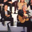 Jean-Jacques Goldman, Liane Foly, Maxime Le Forestier, Patrick Bruel, Julien Clerc et Francis Cabrel lors d'une émission hommage à George Brassens, sur le plateau de Michel Drucker, le 24 octobre 2001.