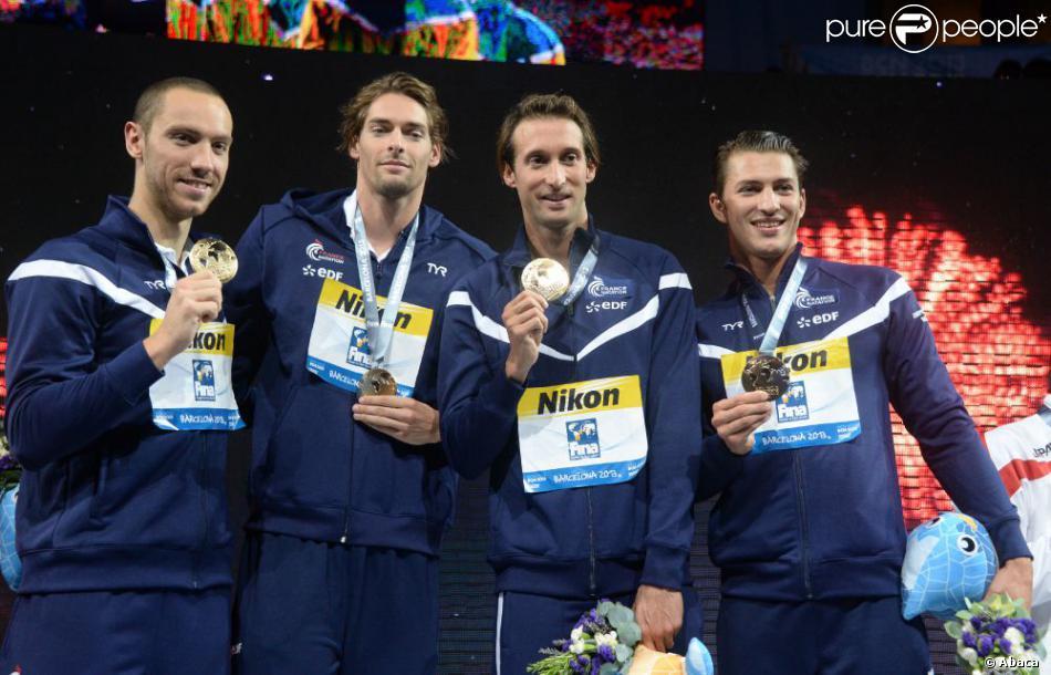 Camille Lacourt, Jérémy Stravius, Fabien Gilot et Giacomo Perez Dortona, champion du monde du 4x100 m 4 nages au Palau Sant Jordi de Barcelone
