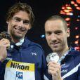 Camille Lacourt et Jérémy Stravius après avoir déroché la première et la seconde place lors des mondiaux de Barcelone sur 50 m dos, le 4 août 2013