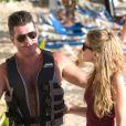 Simon Cowell passe la journée avec des amis sur une plage à la Barbade, le 1er janvier 2013.