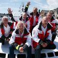 Sir Richard Branson retrouve son Virgin Atlantic Challenger II etles membres d'équipage (Eckie Rastig, Dag Pike, Peter McCann, Steve Ridgway et le nouveau propriétaire du bateau Dan Stevens)avec lesquels il a battu le record de la traversée de l'Atlantique en 1986, le 6 août 2013 à Plymouth.