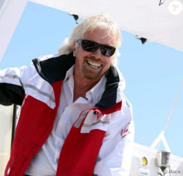 Sir Richard Branson retrouve son Virgin Atlantic Challenger II et les membres d'équipage avec lesquels il a battu le record de la traversée de l'Atlantique en 1986 le 6 août 2013 à Plymouth.