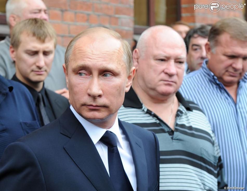 Le président Vladimir Poutine aux obsèques du professeur de judo Anatoly Rakhlin à Saint-Pétersbourg le 9 août 2013.