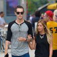 Ashley Tisdale et son fiancé Christopher French vont faire du shopping à New York, le 9 août 2013.