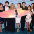 Ashley Benson, Keegan Allen, Sasha Pieterse, Troian Bellisario, Ian Harding, Janel Parrish et Shay Mitchell aux Teen Choice Awards 2013 au Gibson Amphitheatre de Los Angeles, le 11 août 2013.