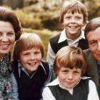 Photo de famille de Beatrix des Pays-Bas et de son mari le prince Claus avec leurs trois enfants, au début des années 1980.