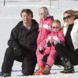 Le prince Friso d'Orange-Nassau, la princesse Mabel et leurs filles les comtesses Luana et Zaria à Lech en Autriche le 17 février 2011, un an avant l'accident de ski fatal au fils de Beatrix des Pays-Bas.