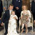 3 février 2007, photo de famille pour le baptême de la comtesse Zaria, seconde fille du prince Friso d'Orange-Nassau et de la princesse Mabel, qui tient sur ses genoux la comtesse Luana.