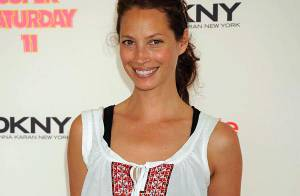 PHOTOS : Christy Turlington belle et décontractée lors du Super Saturday!