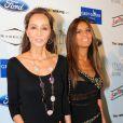 Isabel Preysler et sa fille Ana Boyer viennent applaudir Enrique Iglesias en concert lors du festival Starlite à Marbella, le 17 août 2013.
