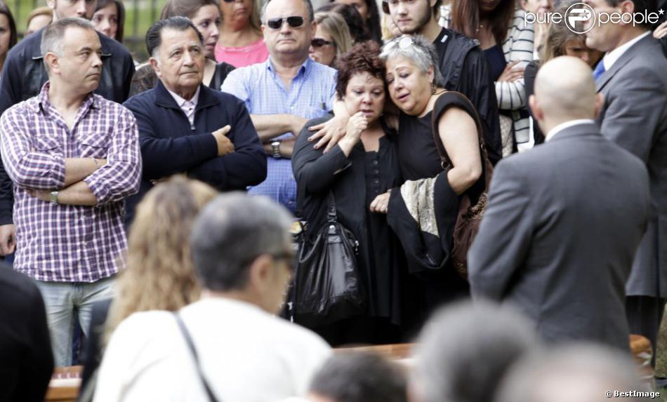L'émotion était immense le 17 août 2013 aux funérailles de Rosalia Mera, cofondatrice de l'empire Inditex (Zara, Bershka, Massimo Dutti) décédée le 15 août 2013, célébrées à la paroisse Santa Eulalia de Liáns d'Oleiros, commune de la région de La Corogne.
