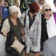 Sandra Ortega, effondrée, le 17 août 2013 aux funérailles de Rosalia Mera, cofondatrice de l'empire Inditex (Zara, Bershka, Massimo Dutti) décédée le 15 août 2013, célébrées à la paroisse Santa Eulalia de Liáns d'Oleiros, commune de la région de La Corogne.