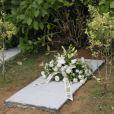 Fleurs destinées à la sépulture, le 17 août 2013 aux funérailles de Rosalia Mera, cofondatrice de l'empire Inditex (Zara, Bershka, Massimo Dutti) décédée le 15 août 2013, célébrées à la paroisse Santa Eulalia de Liáns d'Oleiros, commune de la région de La Corogne.